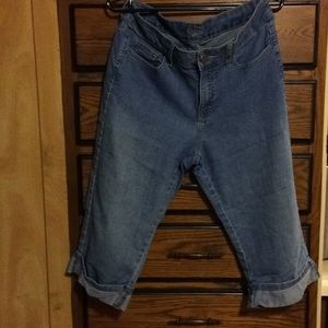 GENTLY USED LEE RIDER CAPRIS SIZE 12/14.